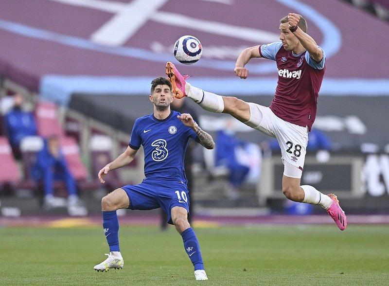 Tomáš Souček v utkání proti Chelsea