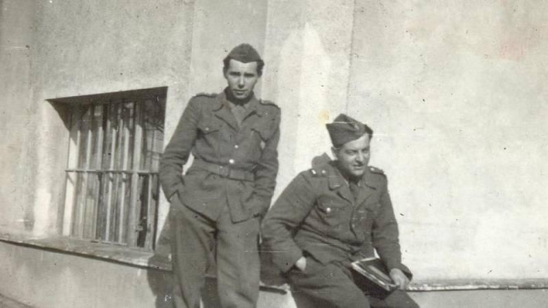 Alexander Gajdoš v roce 1948 (vlevo)