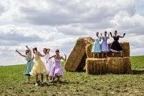 Minulý týden byl dotočen nový český hudební film MUZIKÁL aneb Cesty ke štěstí, který vzniknul jako poklona legendárnímu muzikálu Starci na chmelu.