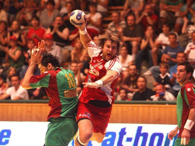 Čeští házenkáři porazili v kvalifikaci o postup na mistrovství Evropy Portugalsko 30:26.