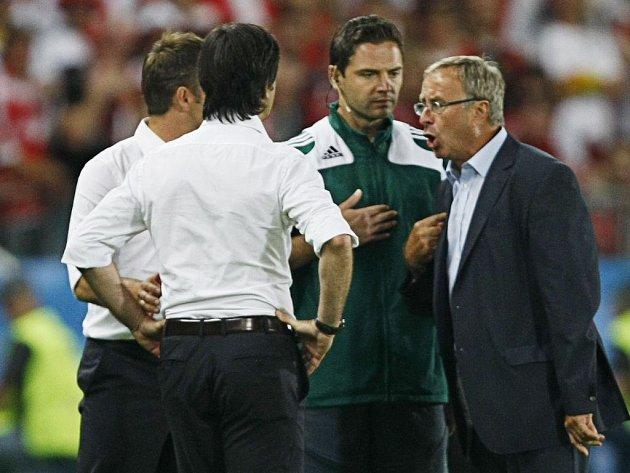 Trenéři Joachim Löw a Josef Hickersberger si vjeli do vlasů.