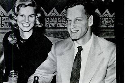 Právník Julian Andrew Frank s manželkou Janet. Při havárii zahynul, dodnes je podezřelý, že ji i zavinil. Jeho vina se však bezpečně neprokázala