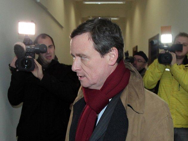 David Rath přichází k soudu.