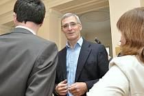 Někdejší šéf civilní rozvědky Karel Randák, který je členem správní rady Nadačního fondu proti korupci, žádá odškodnění za neoprávněné stíhání kvůli zveřejnění výše odměn někdejší vrchní ředitelky kabinetu bývalého premiéra Petra Nečase Jany Nagyové.