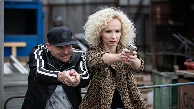 Marek Taclík a Jana Plodková ve filmu Bábovky