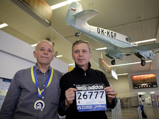 Dva z českých účastníků maratonu v Bostonu v USA, Mario Junek a Pavel Prunner, přiletěli v úterý 16. dubna 2013 na letiště Václava Havla v Praze.