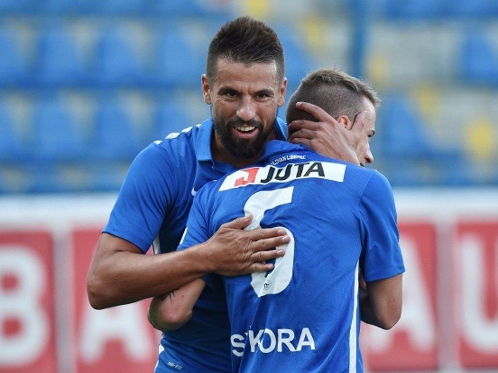 Fotbalisté Liberce Milan Baroš (vlevo) a Jan Sýkora se radují z gólu proti Larnace.
