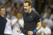 Brit Andy Murray se raduje z vítězství nad Donaldem Youngem z USA v prvním kole Davis Cupu.