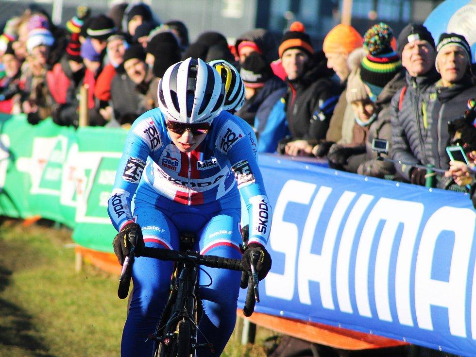 Závod žen do 23 let vyhrála na MS v dánském Bogense Inge Van der Heijden (Nizozemí). Nejlepší Češkou byla Jana Czeczinkarová (s číslem 25), která dojela na 15. pozici.