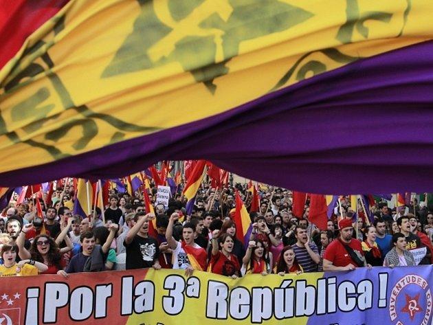 Tisíce lidí v Madridu demonstrovaly proti monarchii.