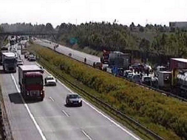 Obraz dálniční kamery na místě nehody.