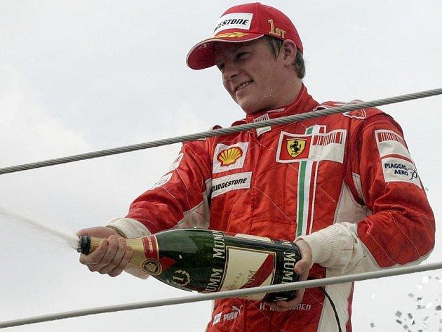 Räikkönenova vítězná sprcha ve Velké Británii.
