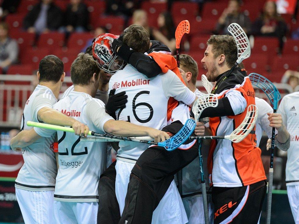 Florbalisté Švýcarska se radují ze světového bronzu.