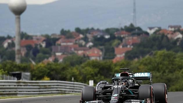 Lewis Hamilton z Mercedesu v kvalifikaci na Velkou cenu Maďarska.