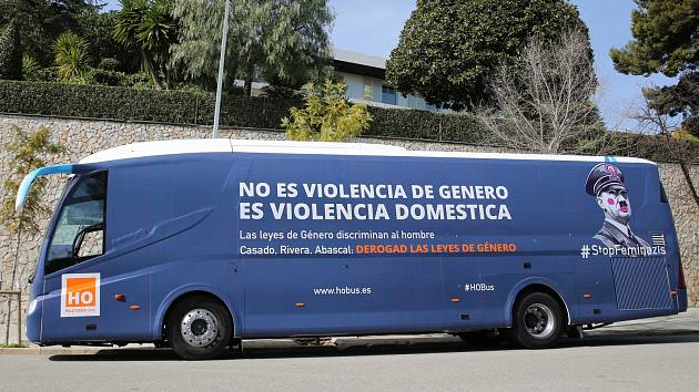 Kampaň španělských ultrakonzervativců přirovnává feministky k nacistům.