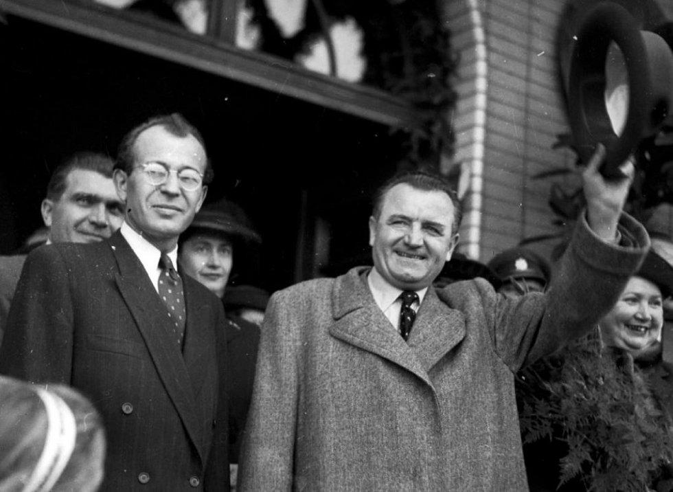 Gustáv Husák po boku Klementa Gottwalda