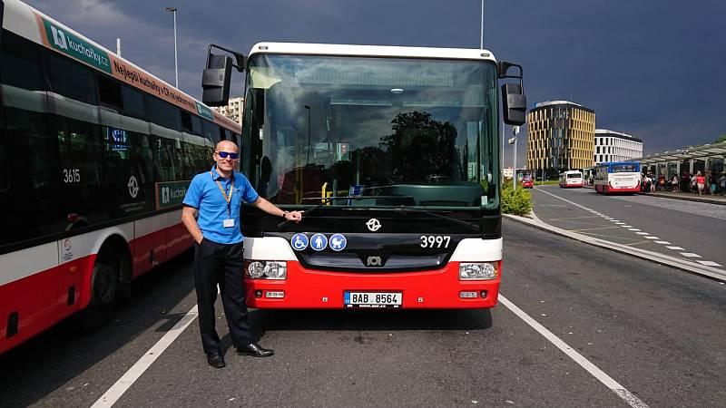 Jan Máče kvůli covidu-19 přesedlal do autobusu