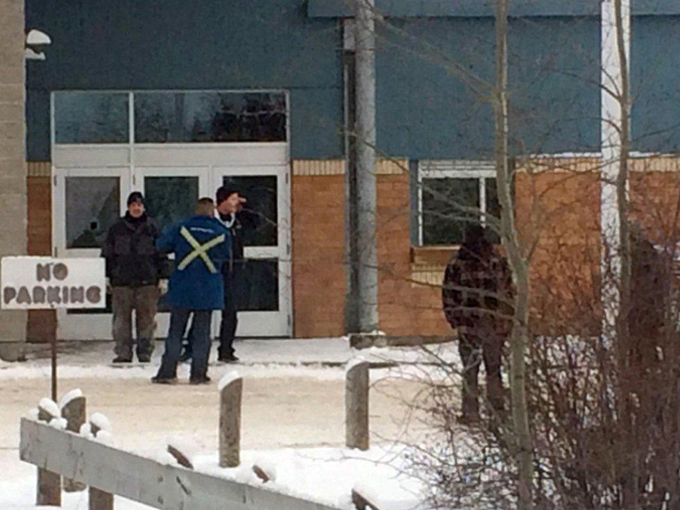 Při páteční střelbě na škole v kanadské provincii Saskatchewan zemřelo pět lidí, další dva se nacházejí v kritickém stavu.