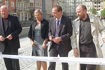 V pátek 29. dubna 2011 došlo k slavnostnímu předání dokončené stavby rekonstrukce promenádního prostoru části lázeňského území Tržiště – Stará Louka v Karlových Varech. Kolonáda se líbí a podle primátora Petra Kulhánka se do mysli hostů zapíše pozitivně.