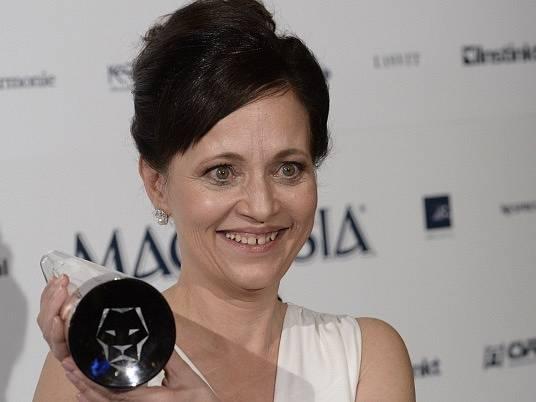 Herečka Alena Mihulová 5. března v Praze s cenou Český lev za nejlepší ženský herecký výkon v hlavní roli.