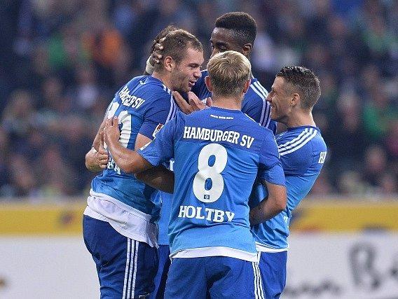 Fotbalisté Hamburku a jejich radost z výhry na půdě Mönchengladbachu