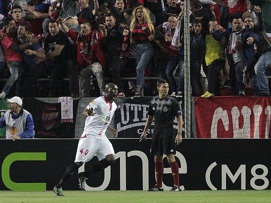 Stephane M'Bia a jeho gól do sítě Valencie