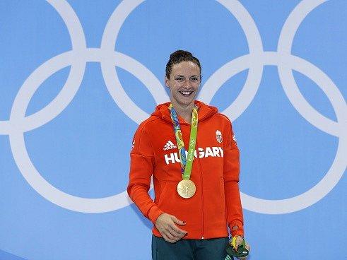 Maďarská plavkyně Katinka Hosszúová zlepšila o víc než dvě vteřiny světový rekord v polohovém závodě na 400 metrů a vybojovala své první olympijské zlato.