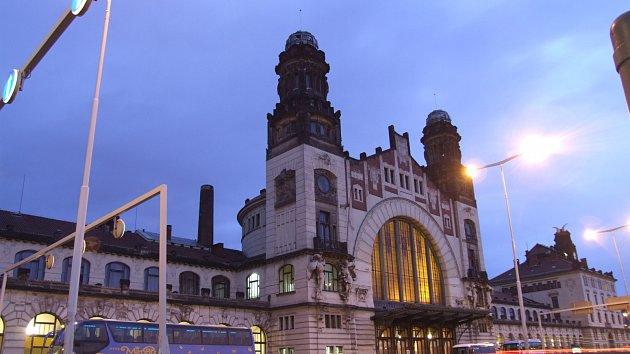 Fantova historická budova hlavního nádraží v Praze