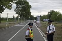 Ministři vnitra Maďarska a Srbska dnes otevřeli silniční hraniční přechod Röszke-Horgoš uzavřený minulé pondělí.