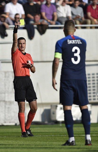 Žlutou kartu viděl mimo jiné i slovenský kapitán Martin Škrtel.
