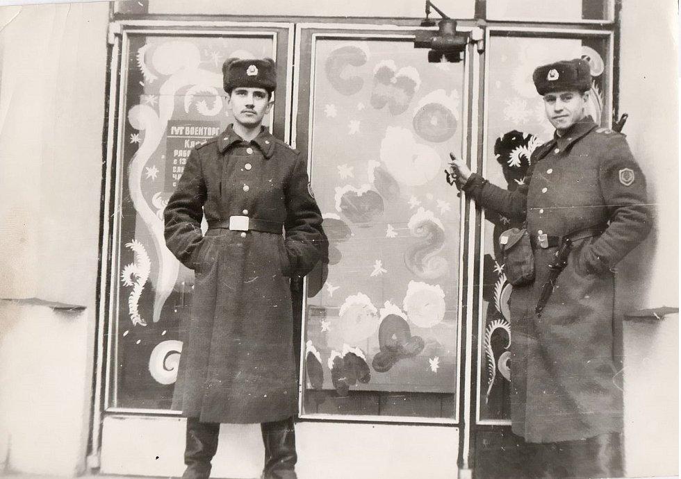 Pro vojáky vznikalo jejich vlastní zázemí - obchody, kina, resturace.