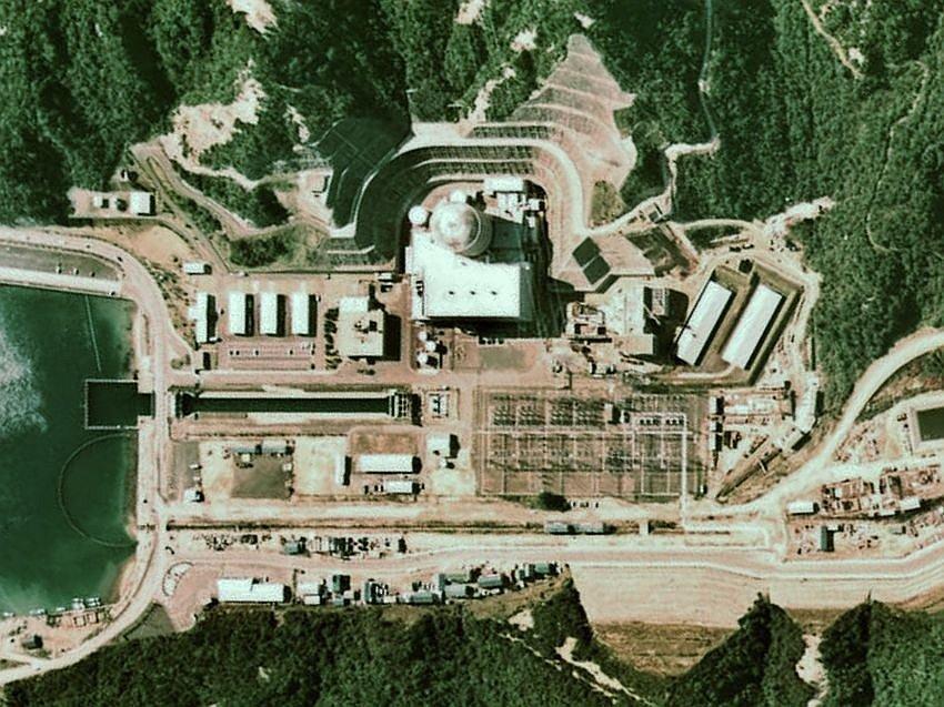 Letecký pohled na jadernou elektrárnu Curuga v roce 1975. V březnu 1981 z ní začalo unikat radioaktivní palivo
