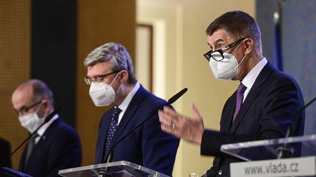 Zleva ministr zdravotnictví Jan Blatný, místopředseda vlády Karel Havlíček a předseda vlády Andrej Babiš