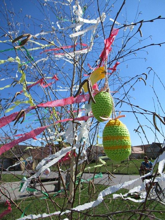 Jako každý rok, i letos se v neděli uskuteční velikonoční požehnání papeže světu Urbi et Orbi (Městu a světu). Je možné jej sledovat od 11:55 na stanici ČT2.