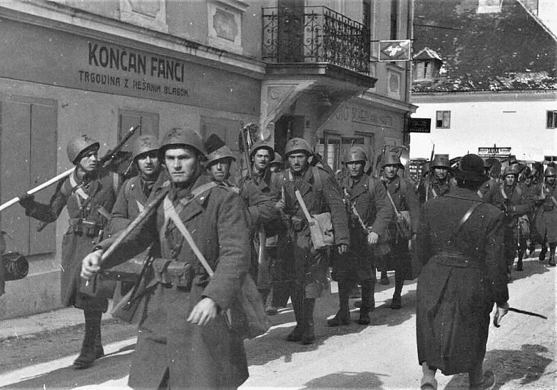 Italští vojáci vstupují do Jugoslávie