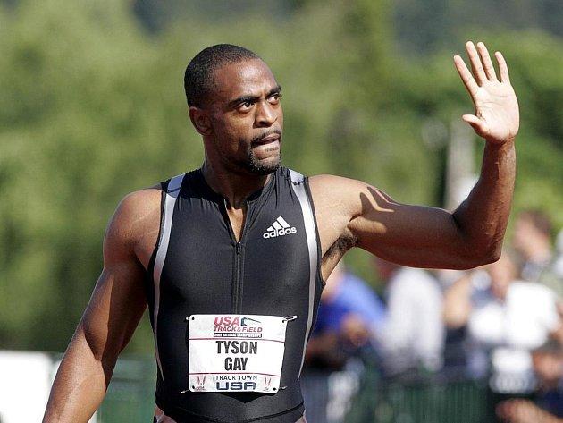 Sprinter Tyson Gay zdraví fanoušky po svém vítězství na americkém mistrovství v Eugene.