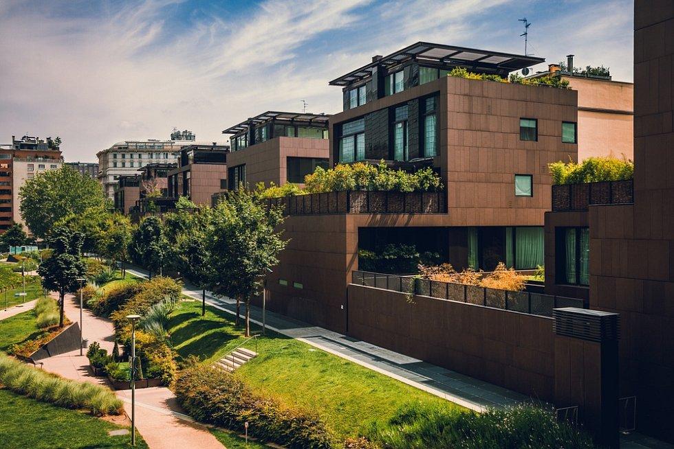 Komunitní zahrady, stejně jako zelené střechy, terasy, balkony a vnitrobloky by měly být součástí tolik potřebné zelené infrastruktury.