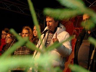 Česko zpívá koledy je tradiční akcí Deníku, který v adventním čase chce navodit tu pravou vánoční atmosféru, plnou tajemství, kontemplace, ale i veselých setkání.