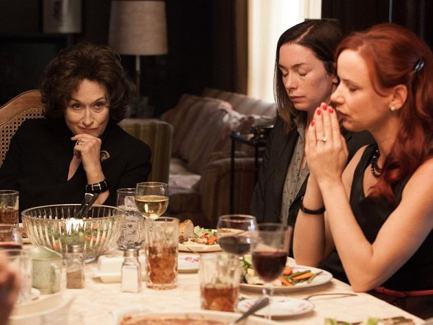 Meryl Streep, Julianne Nicholson a Juliette Lewis (zleva) ve filmu Blízko od sebe, kde získala nominaci Meryl Streep. Film má českou premiéru 30. ledna.