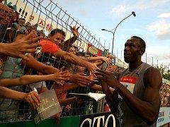 Usain Bolt se zdraví s fanoušky na oblíbené Zlaté tretře.