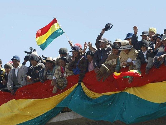 Na deset tisíc stoupenců bolivijského prezidenta Evo Morálese vyšlo 13. října na týdenní pochod. Za cíl si určili hlavní město La Paz.
