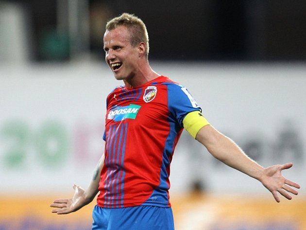 David Limberský z Plzně se raduje z výstavního gólu proti Hradci Králové.