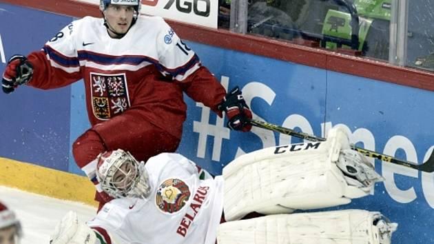 Michael Špaček (vlevo) proti Bělorusku.