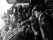 Komponovaný večer nazvaný Sametové variace byl v pátek 14. listopadu uspořádán v malém sálu Domu kultury ve Vsetíně. Hlavními hosty večera se stali Stanislav Devátý, signatář a mluvčí Charty 77, člen VONS a politický vězeň.