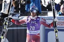 Aksel Lund Svindal se raduje z vítězství ve sjezdu SP v Lake Louise.