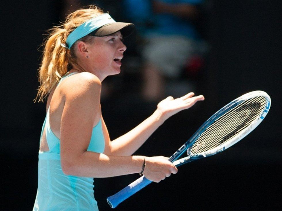 Maria Šarapovová vydřela ve vysokých teplotách na Australian Open postup po třech a půl hodinách.
