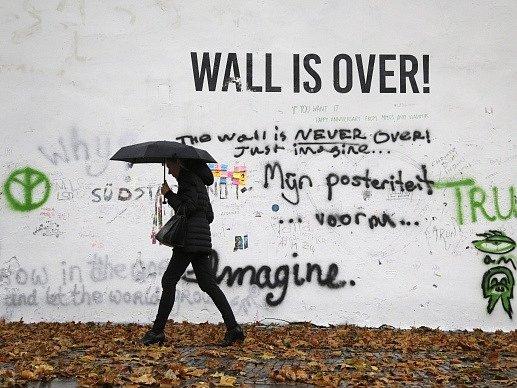 Zeď Johna Lennona v Praze.