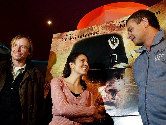 TVŮRCI. Režisér Filip Renč (vpravo) se svými herci – Karlem Rodenem a Lucií Siposovou.