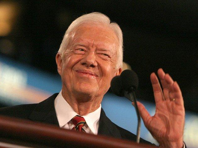 """Bývalý americký prezident James """"Jimmy"""" Carter má rakovinu a podstoupí léčení v nemocnici v Atlantě."""