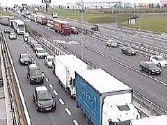 Na příjezdu do Prahy se na dálnici D1 vytvořila několikakilometrová kolona.